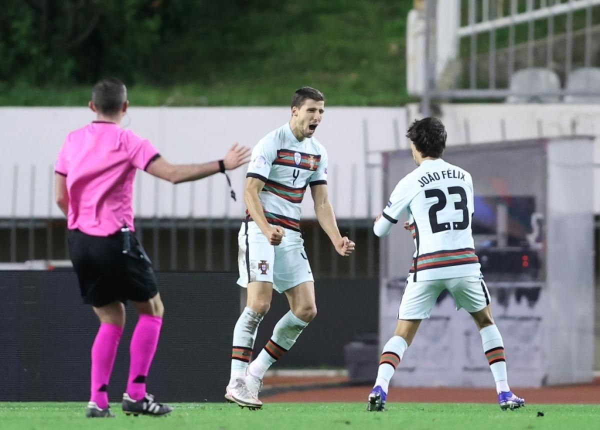 Ruben Dias ghi cú đúp mang về chiến thắng cho Bồ Đào Nha (Ảnh: Getty).