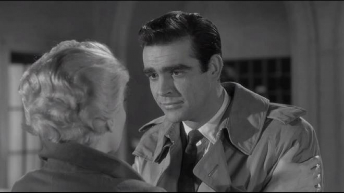 """Có rất nhiều nam tài tử từng đóng James Bond nhưng Sean Connery được đánh giá là đẹp trai nhất. Ông đứng đầu bảng xếp hạng """"James Bond đẹp trai"""" với các đường nét gương mặt đạt tới 89,2% chuẩn mực tỷ lệ vàng của người Hy Lạp cổ đại."""