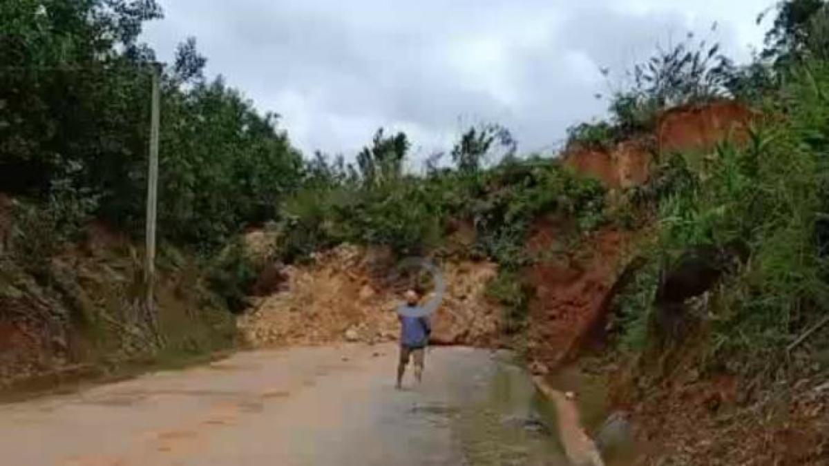 Hiện trường vụ sạt lở núi ở xã Trà Don. (Ảnh: P.N)