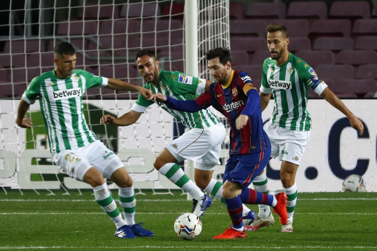 Dù chỉ vào sân từ ghế dự bị, Messi vẫn kịp ghi cú đúp giúp Barca thắng đậm Betis. (Ảnh: Getty).