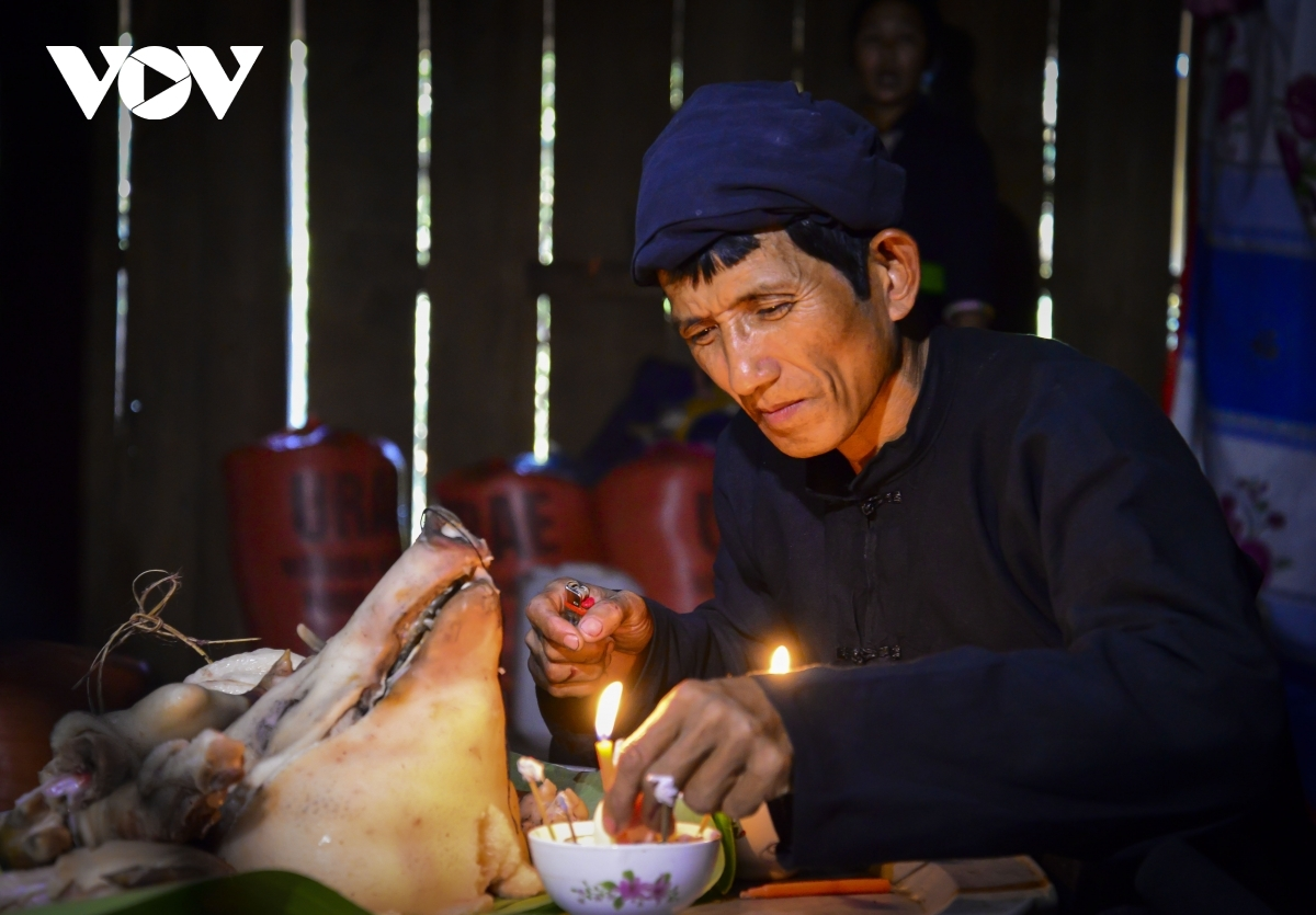 Lung Van Chanh, a resident of La Cha hamlet, says this year local villagers will be celebrating their Tet festival earlier than last year following the swift completion of the crop.
