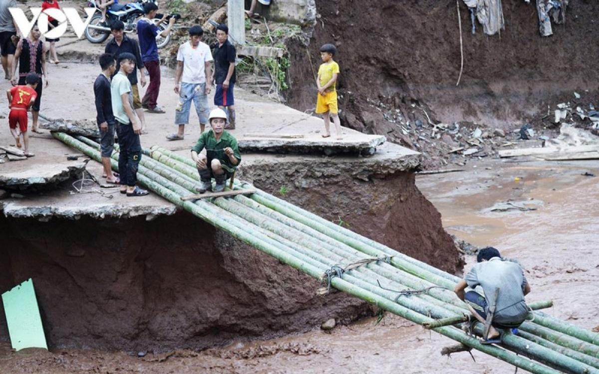 Người dân xã Nậm Nhừ, huyện Nậm Pồ, tỉnh Điện Biên khắc phục hậu quả trận lũ quét kinh hoàng hồi tháng 8 vừa qua. (Ảnh minh họa: Vũ Lợi/VOV-Tây Bắc)