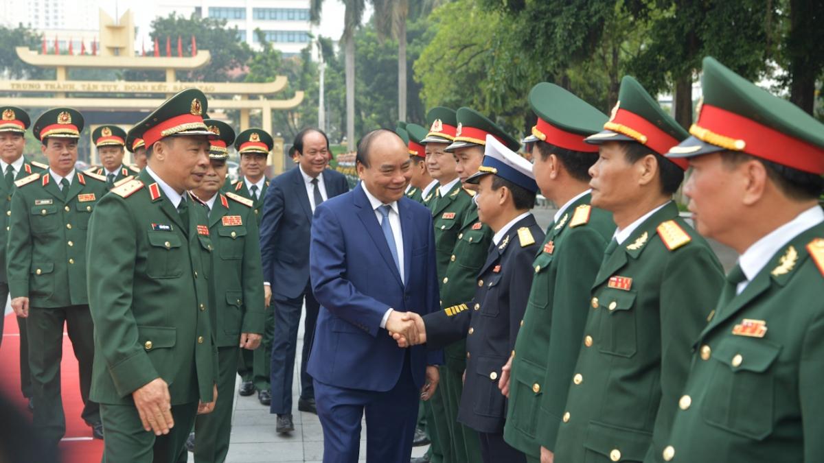 Thủ tướng làm việc với cán bộ, nhân viên Học viện Quốc phòng.
