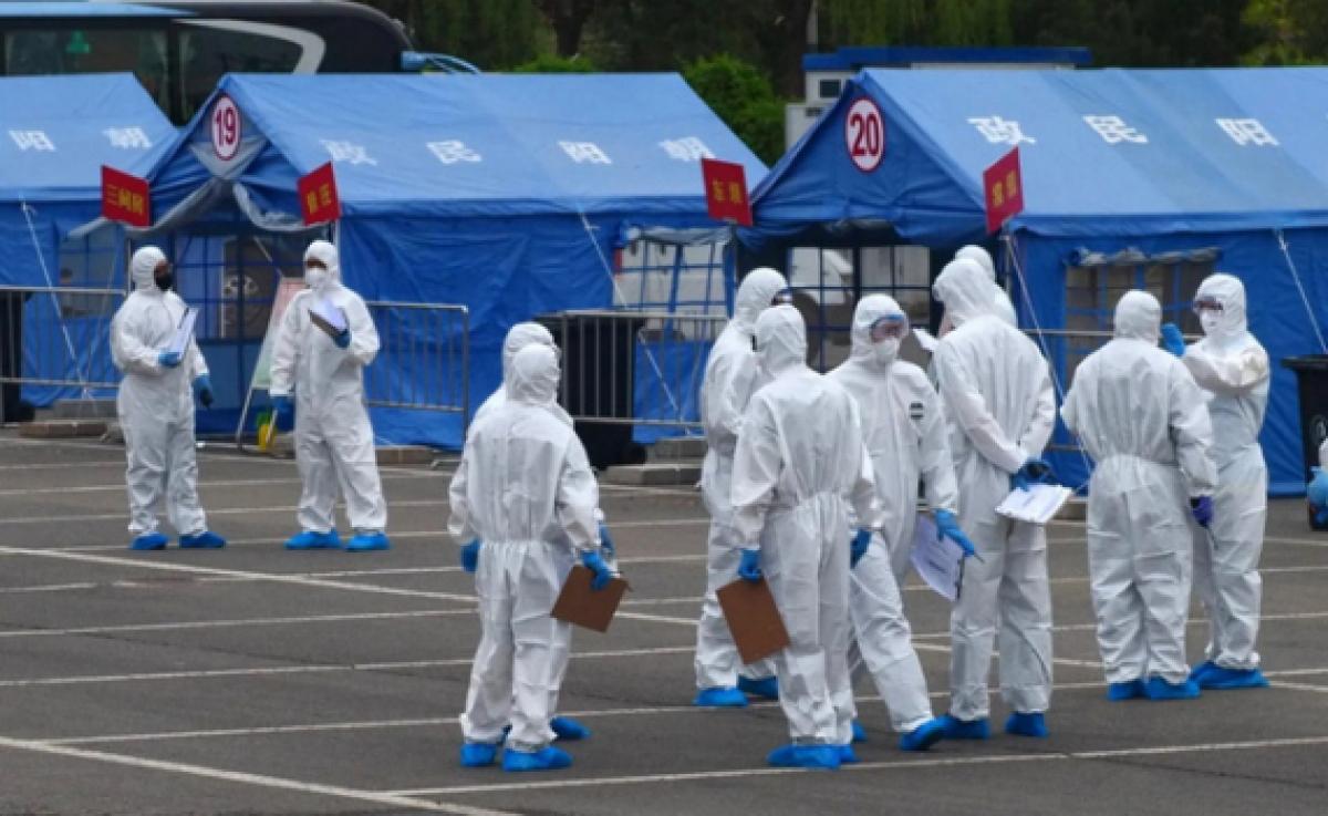 Bắc Kinh đã phải tái áp đặt một số biện pháp hạn chế để kiềm chế làn sóng lây nhiễm Covid-19. Nguồn: AP