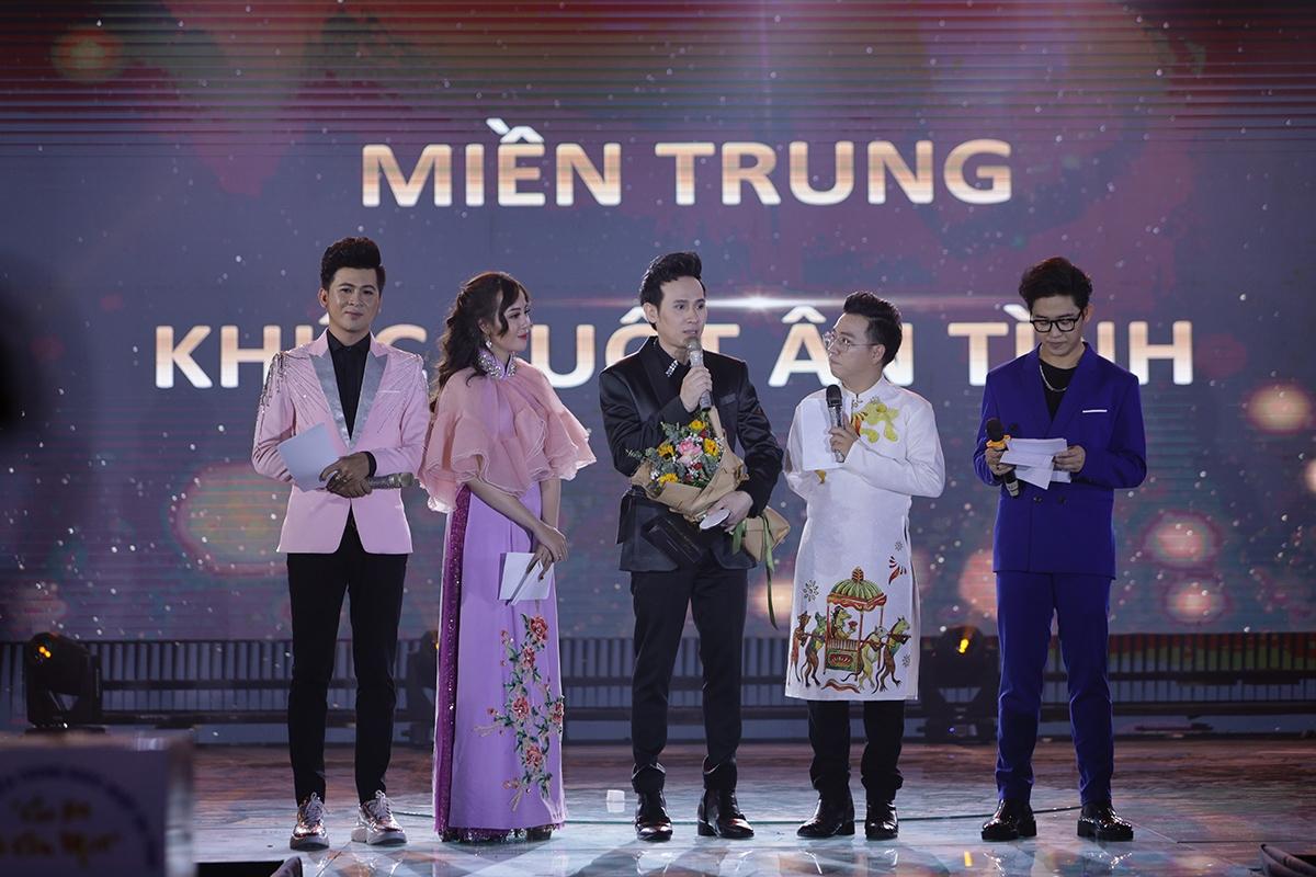 MC Thanh Hoài - Đặng Dung - Xuân Tiến - Trương Quốc Bảo giao lưu cùng Nguyên Vũ.