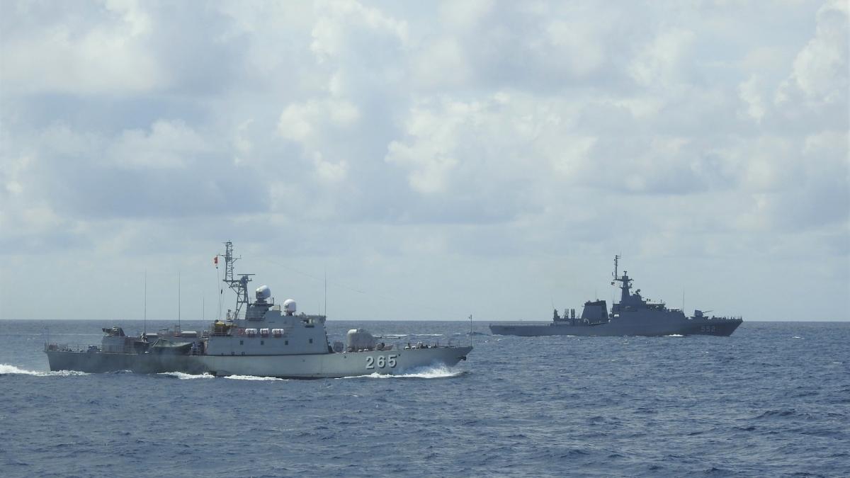 Tàu hải quân hai nước trên tuyến tuần tra