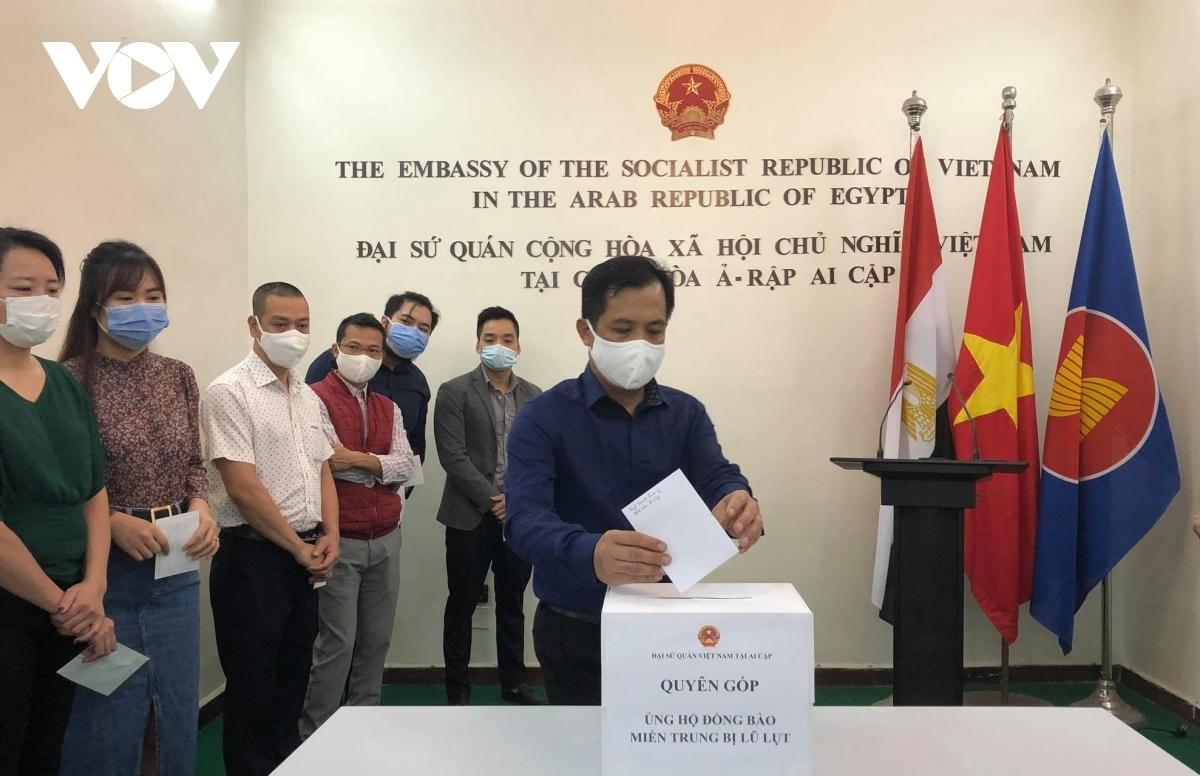 Cộng đồng người Việt Nam tại Ai Cập tham gia ủng hộ đồng bào Miền Trung bị lũ lụt.