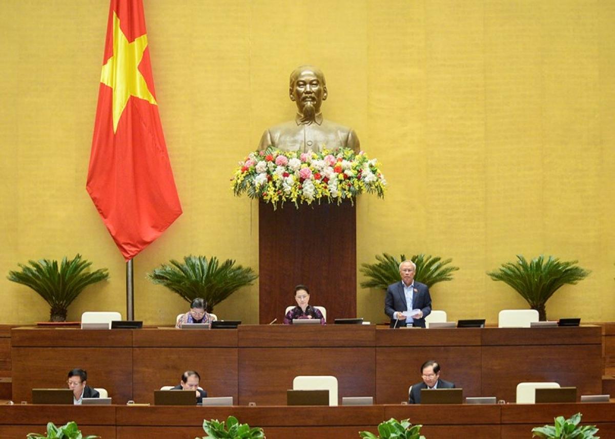 Phó Chủ tịch Quốc hội Uông Chu Lưu điều hành phiên thảo luận dự thảo Nghị quyết về tổ chức chính quyền đô thị tại TPHCM, sáng 12/11. Ảnh: Quốc hội