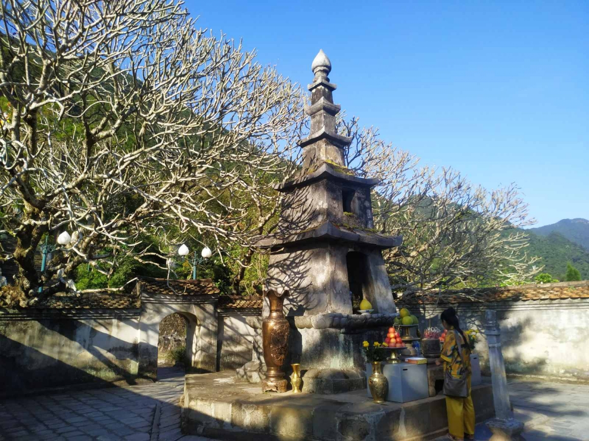 Huệ Quang Kim Tháp, nơi thờ một phần xá lỵ của Phật Hoàng Trần Nhân Tông.