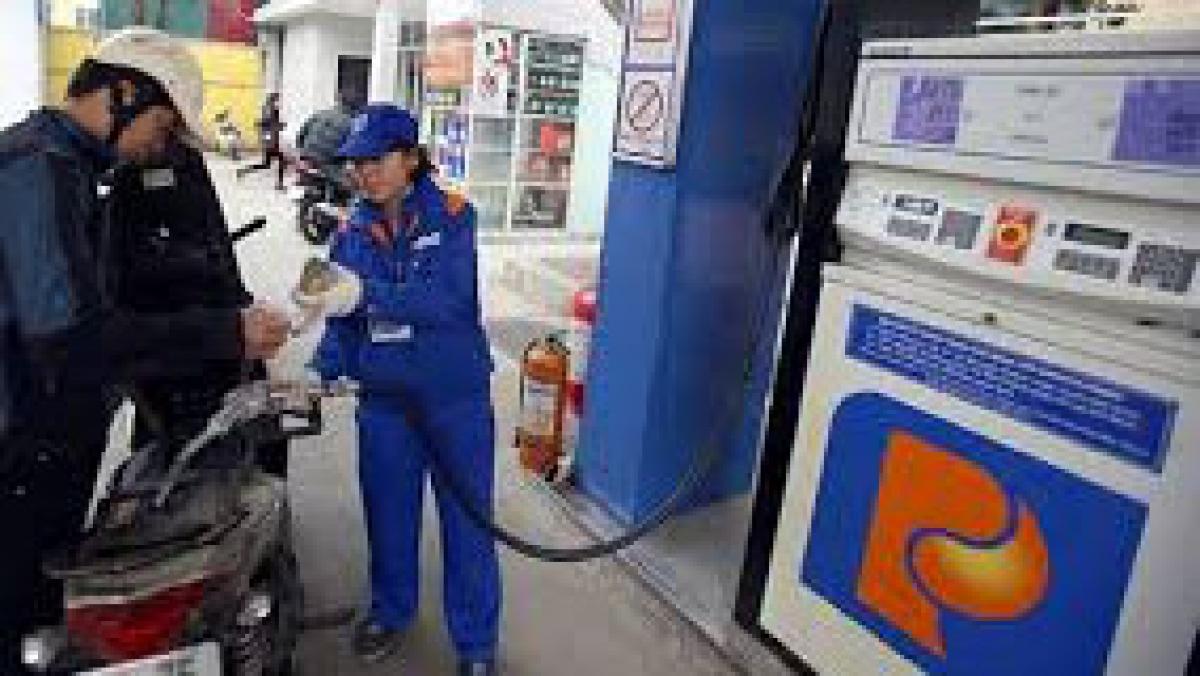 Giá xăng, dầu đồng loạt giảm từ 15h00 chiều 11/11.
