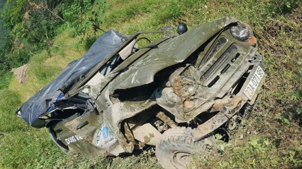 Ủy ban ATGT Quốc gia yêu cầu làm rõ trách nhiệm chủ xe, lái xe và xác định bản chất hoạt động vận tải khách của xe ô tô gây tai nạn tại Hà Giang vào ngày 8/11.