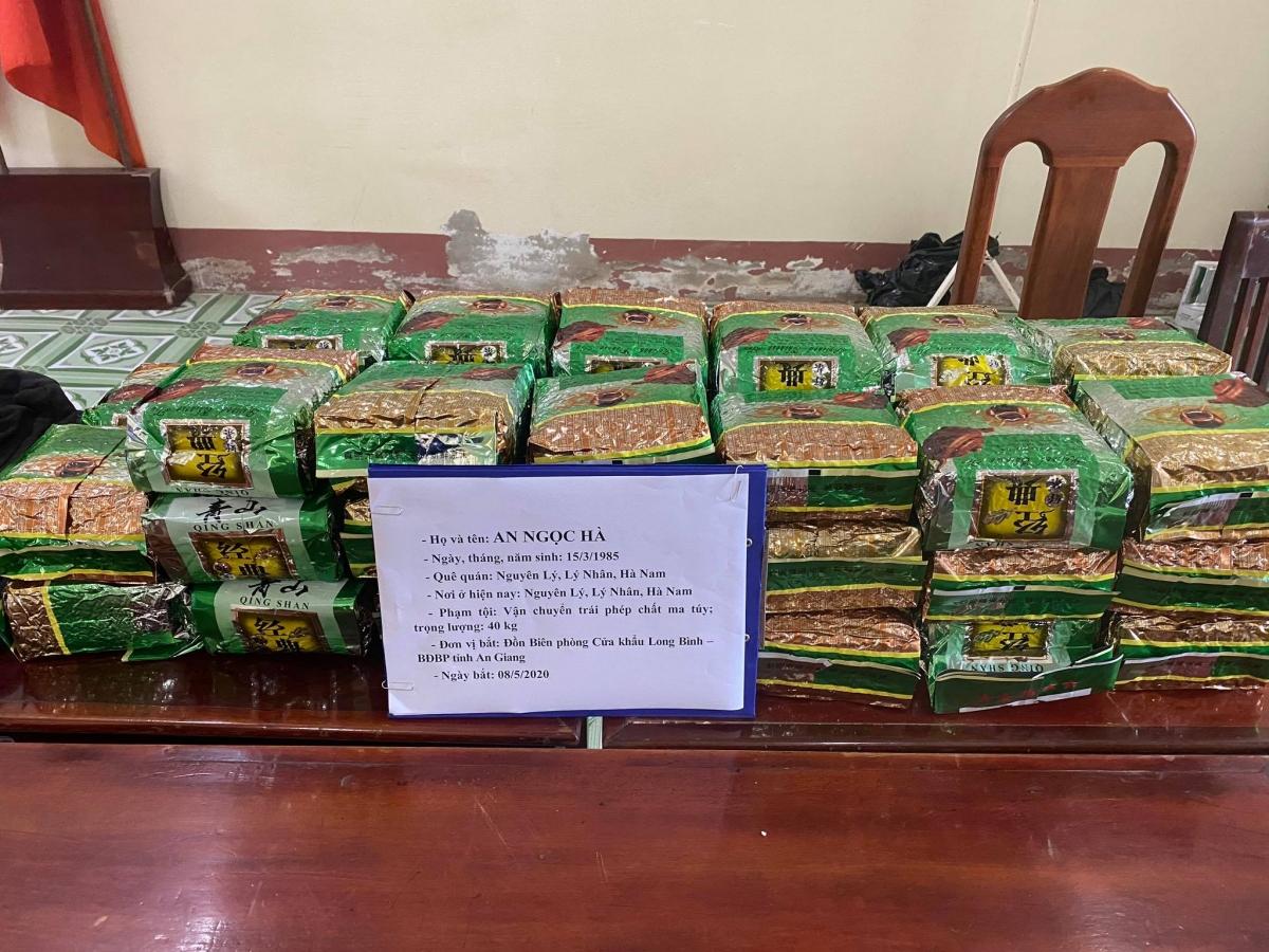 40 kg ma túy đá được các đối tượng vận chuyển từ Campuchia về Việt Nam, bị BĐBP An Giang bắt giữ ngày 8/5.