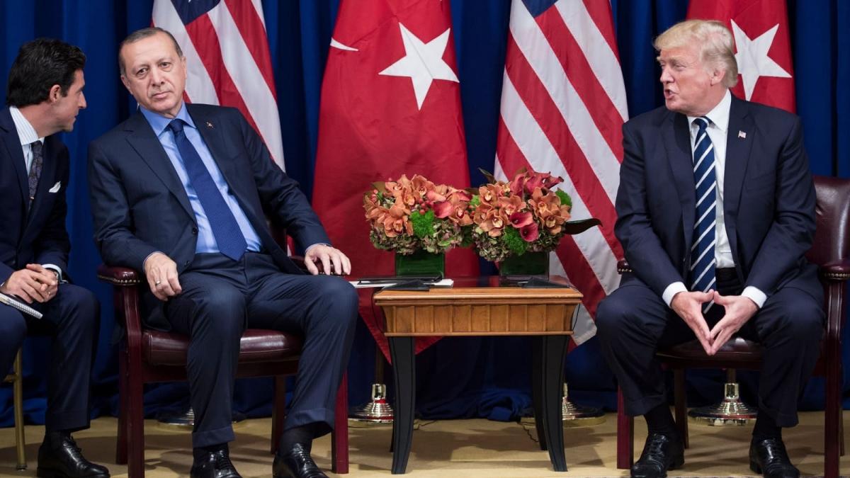 Tổng thống hai nước Mỹ và Thổ Nhĩ Kỳ trong một cuộc gặp năm 2017. Ảnh: AFP/Getty
