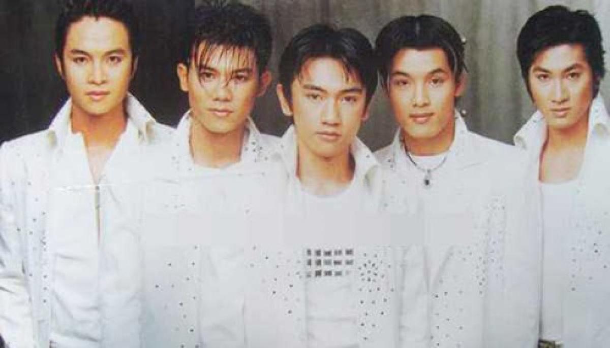 1088 gồm 5 thành viên Điền Thái Toàn, Vân Quang Long, Nhất Thiên Bảo, Nhật Tinh Anh và Ưng Hoàng Phúc ra mắt năm 2000 dưới sự đỡ đầu của cố nhạc sĩ Đỗ Quang.