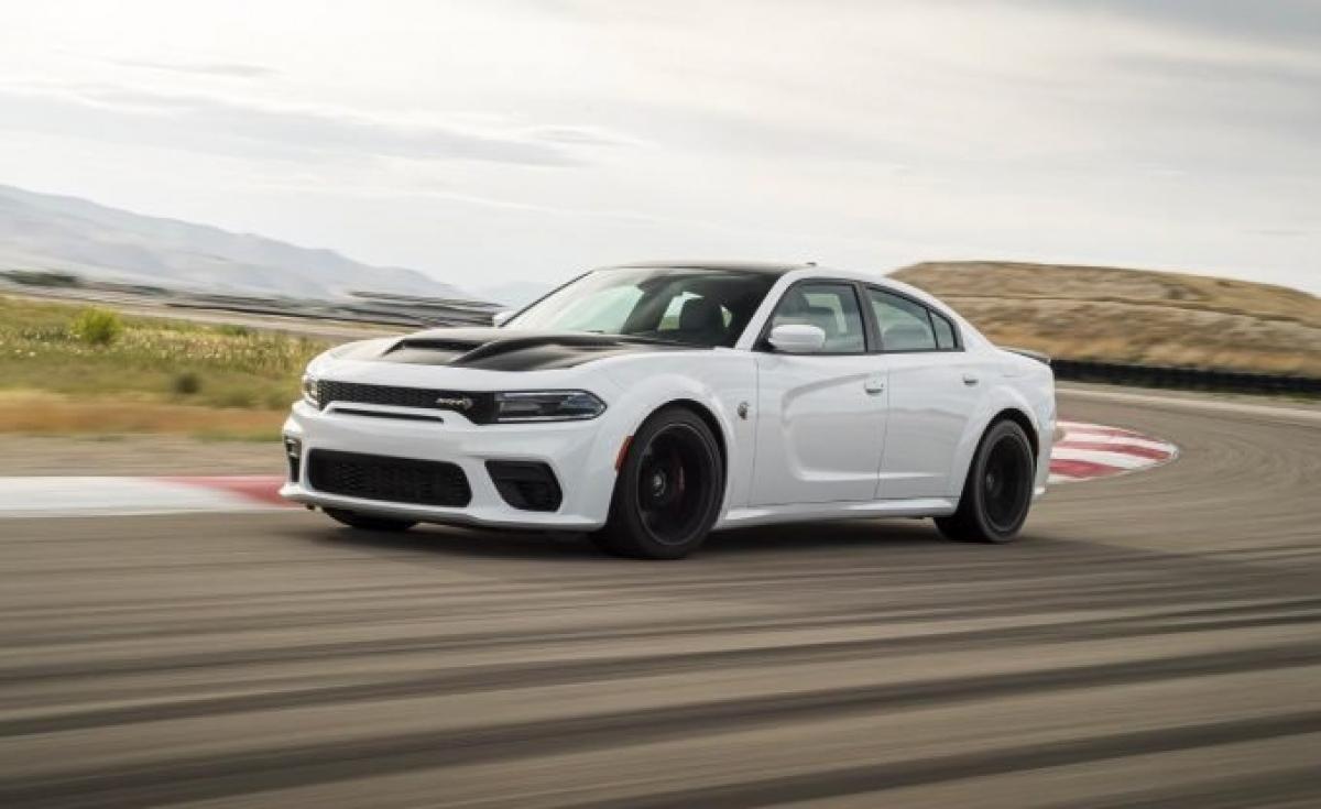 Giảm 2 bậc so với năm ngoái, Dodge vẫn hưởng lợi từ dòng sản phẩm đáng kinh ngạc của những mẫu xe nổi tiếng. Charger và Challenger vẫn tiếp tục tung ra những mẫu xe đầy sức mạnh nhưng theo CR: Challenger là một trong những chiếc xe đáng tin cậy nhất mà Dodge sản xuất. Năm ngoái, đây là thương hiệu Mỹ duy nhất lọt vào danh sách nhưng năm nay đã có thêm một vài cái tên mới.