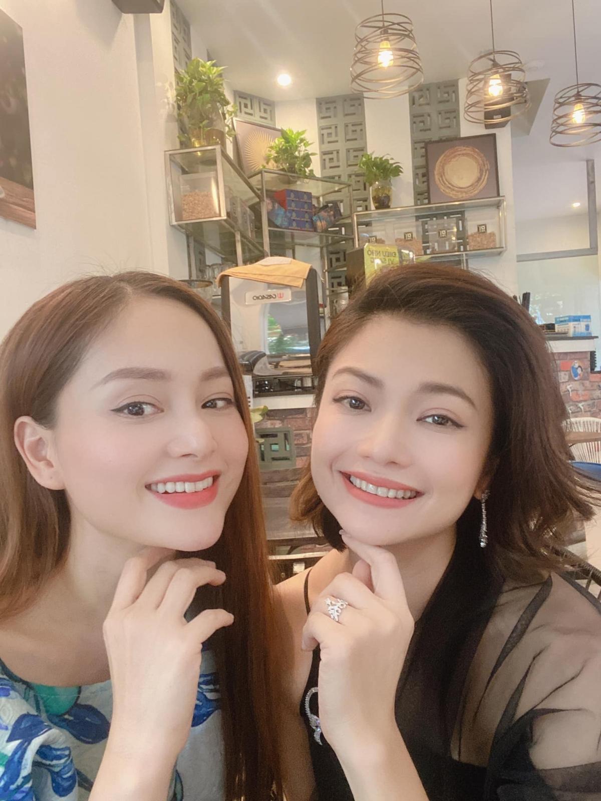 """Lan Phương và Kiều Anh đọ sắc ở hậu trường """"Hồ sơ cá sấu""""."""