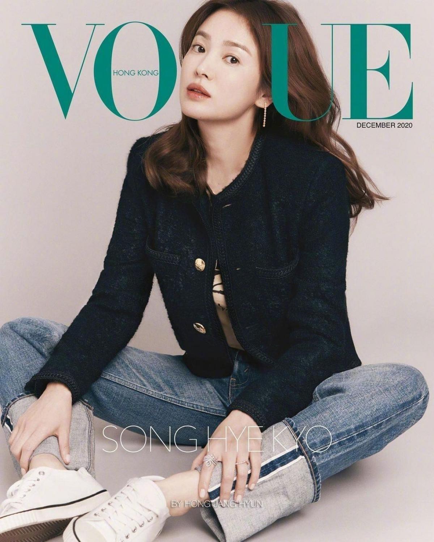 """Nữ diễn viên bộ phim """"Hậu duệ mặt trời"""" là ngôi sao Hàn Quốc đầu tiên được lên bìa tạp chí danh tiếng này."""