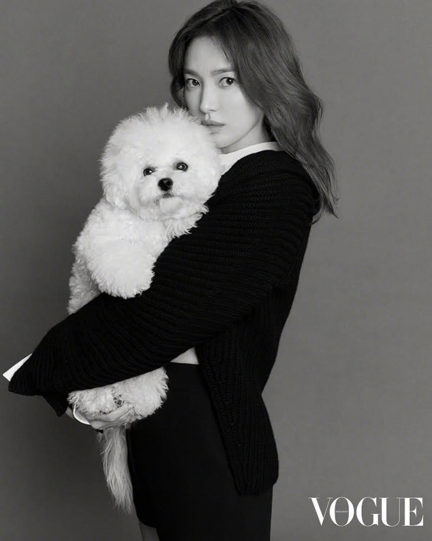 Hậu ly hôn, Song Hye Kyo cho thấy sự thăng hạng về nhan sắc khi ngày càngtrẻ trung và xinh đẹp.