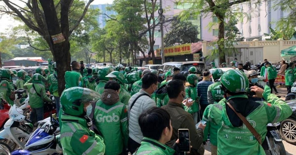 Hàng trăm tài xế Grab biểu tình phản đối tăng chiết khấu. (Ảnh minh họa: KT)