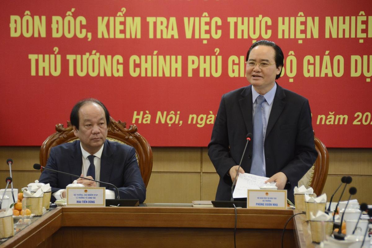 Bộ trưởng Phùng Xuân Nhạ báo cáo tại buổi làm việc.