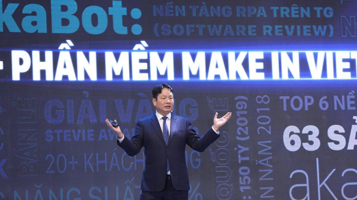 """Năm 2002, Hiệp hội Phần mềm và Doanh nghiệp CNTT Việt Nam VINASA ra đời, quy tụ lực lượng hơn 300.000 """"chiến binh viễn chinh"""" và tạo nên ngành công nghiệp trị giá 5 tỷ USD."""