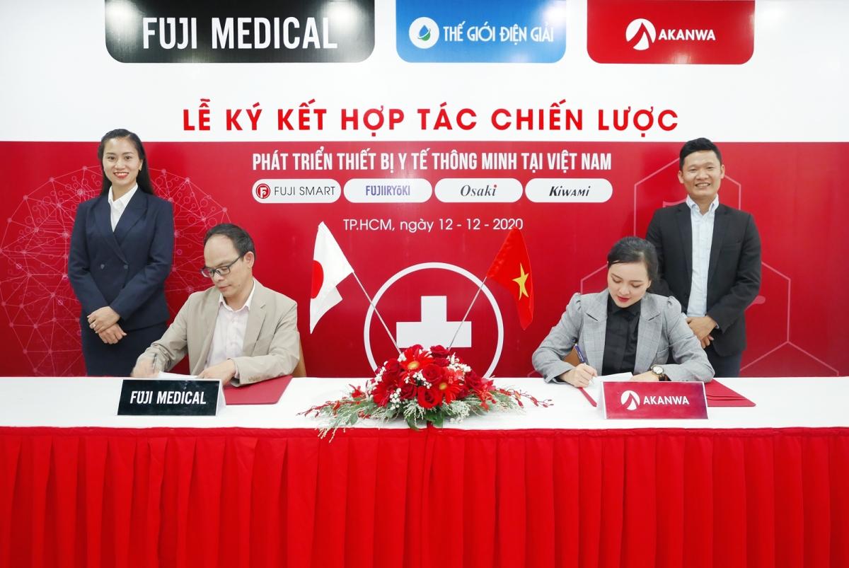 Đại diện Fuji Medical Việt Nam ký kết hợp tác cùng Akanwa.