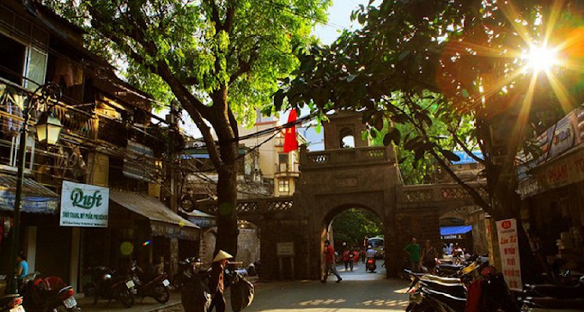 The beauty of Hanoi's streets in the morning.