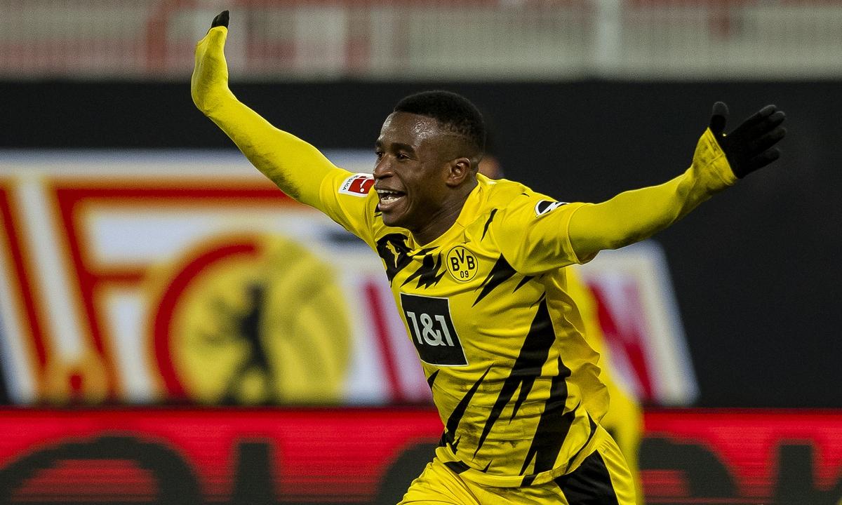 Youssoufa Moukoko (16 tuổi và 28 ngày) trở thành cầu thủ trẻ nhất ghi bàn tại Bundesliga, vượt qua kỷ lục cũ do Florian Wirtz (Leverkusen, 17 tuổi và 34 ngày) thiết lập hồi tháng Sáu vừa qua.