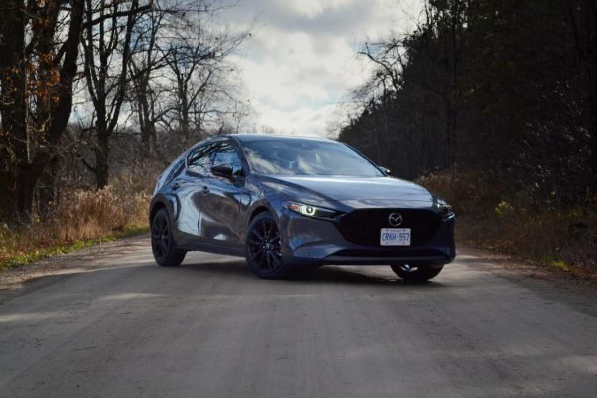 Mazda tiếp tục gây ấn tượng tiến xa để giành lấy vị trí đầu bảng. MX-5 Miata đứng đầu dnah sách những chiếc xe đáng tin cậy nhất, cho thấy giá trị của chiếc roadster của Mazda. 98/100 điểm. Nhưng tất cả không phải là màu hồng: được thiết kế lại 3, được ra mắt vào năm nay, là mẫu xe kém tin cậy nhất của hãng. Tuy nhiên, CX-30 chia sẻ chung nền tảng đã xếp thứ 2 trong dòng sản phẩm của Mazda với điểm số 95.