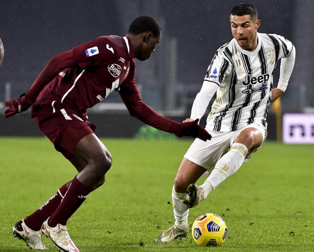 """Sau khi được cho nghỉ ở vòng đấu trước, Ronaldo đã trở lại đội hình của Juventus ở trận đấu với Torino. Dù vậy, đây là trận đấu CR7 đã chơi không tốt khi bị hàng thủ Torino """"chăm sóc"""" rất kỹ."""
