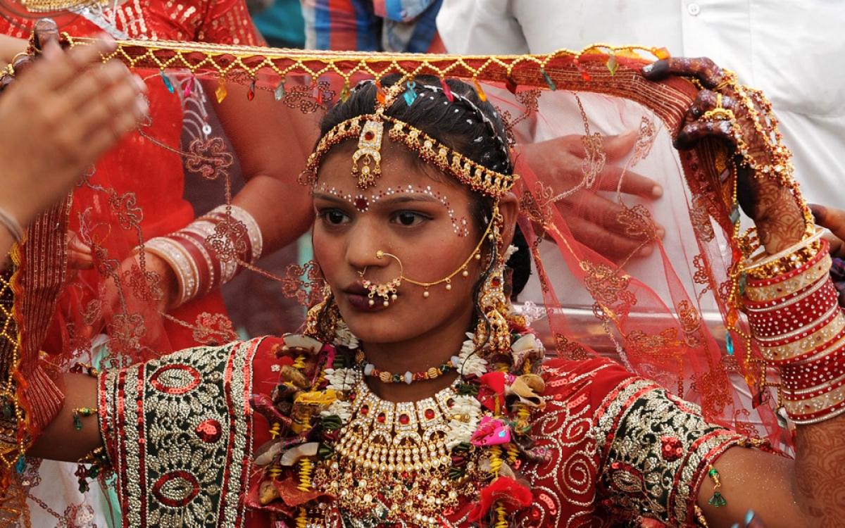 Đám cưới là cột mốc quan trọng với bất kỳ cặp đôi nào trên thế giới. Nhưng ở Ấn Độ, đám cưới còn thể hiện nét văn hóa đặc trưng. Gia đình đôi bên thường tổ chức tiệc xa hoa kéo dài nhiều ngày với rất đông khách mời.