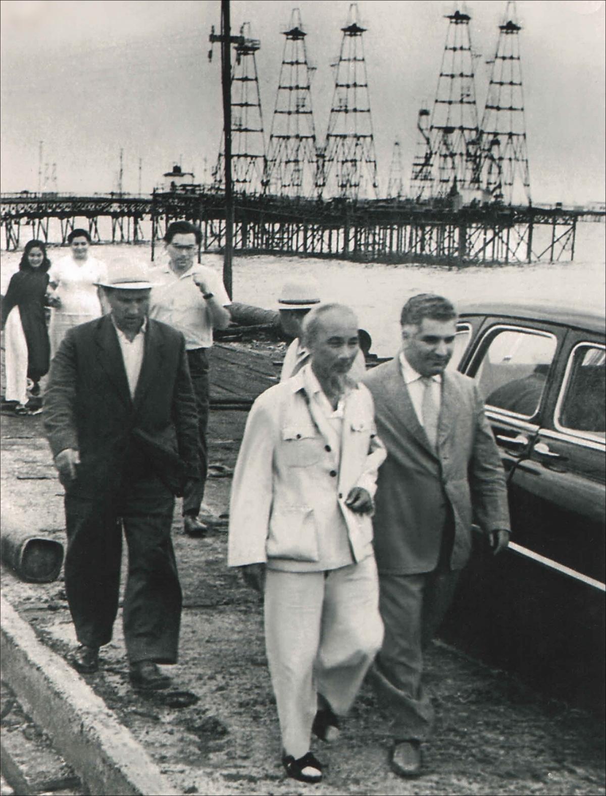 Bác Hồ thăm Azerbaijan năm 1959 (ảnh do Đại sứ quán Azerbaijan cung cấp).