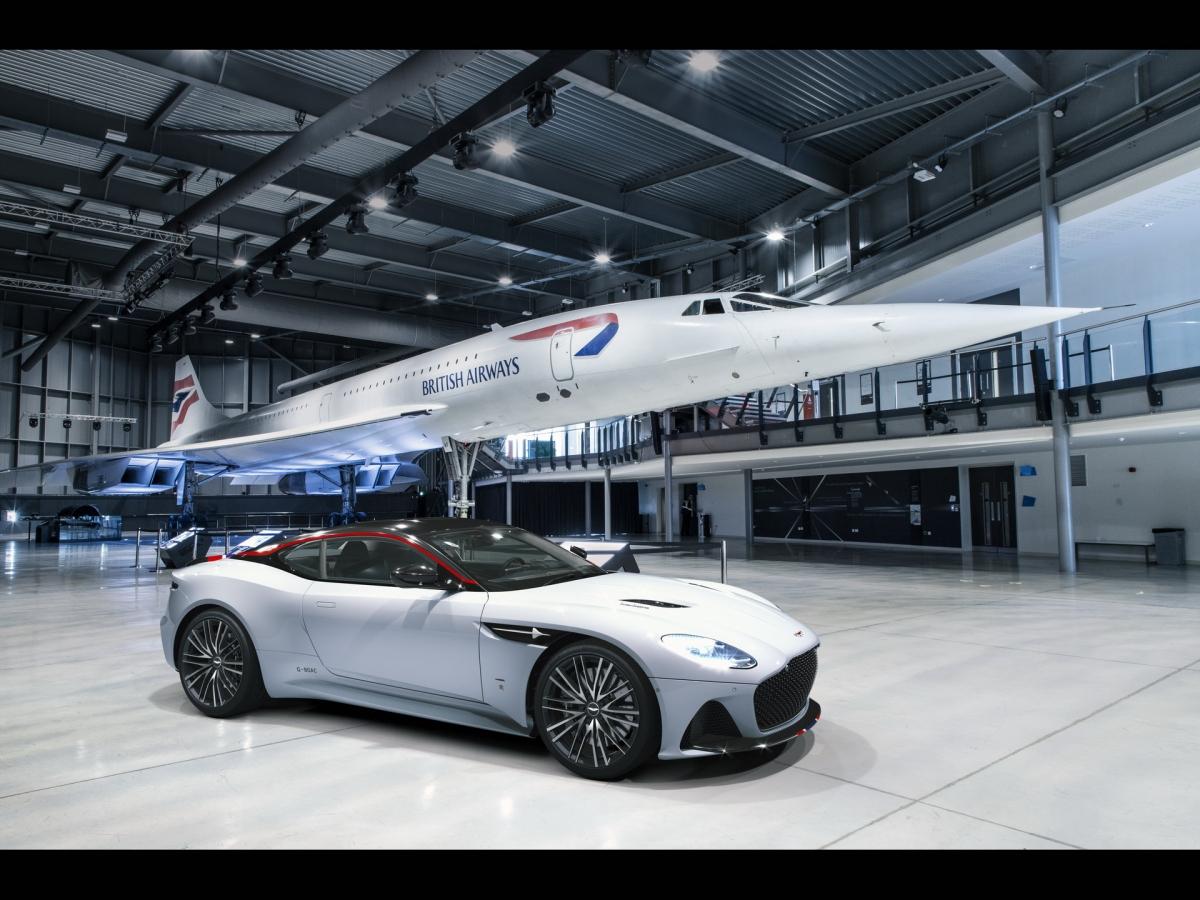 Lấy cảm hứng từ Concorde, bộ sưu tập 10 chiếc DBS Superleggera của đại lý Aston Martin tại Bristol được đảm trách bởi bộ phận Q Division nhằm sở hữu những chi tiết độc đáo. Đầu tiên, có thể thấy chiếc xe được hoàn thiện trong màu sơn trắng đặc trưng của máy bay này, cùng với đó là các đường viền màu xanh – trắng và đỏ mô phỏng lại màu sơn của hãng hàng không Anh Quốc (Bristish Airways) được đặt trên nền carbon đen ở cản trước, cánh gió ảo phía sau và hai đường viền mui xe.