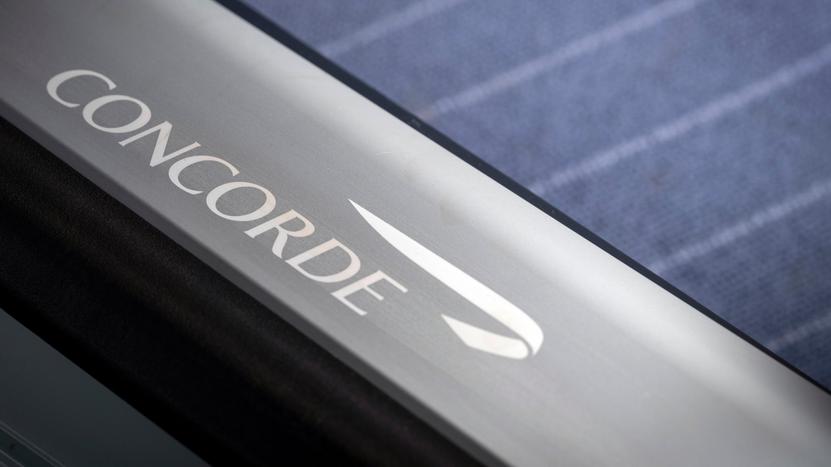 Concorde là một mẫu máy bay siêu thanh có thể đạt tốc độ Mach 2,04 – tương đương 2.180 km/h ở độ cao hành trình, trần bay của nó lên đến hơn 18 km. Là một trong hai mẫu máy bay chở khách có thể đạt tốc độ siêu thanh, Concorde có khả năng bay xuyên Đại Tây Dương trong khoảng thời gian bằng chưa đến một nửa khi so với các loại máy bay dân dụng khác.