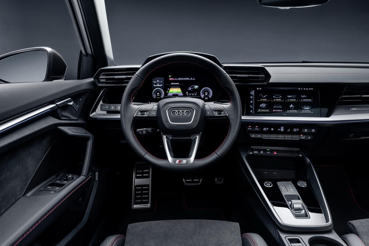 Hệ thống thông tin giải trí thế hệ thứ ba được Audi trang bị trên mẫu xe này với các tính năng nổi bật như tích hợp Apple CarPlay, Android Auto...
