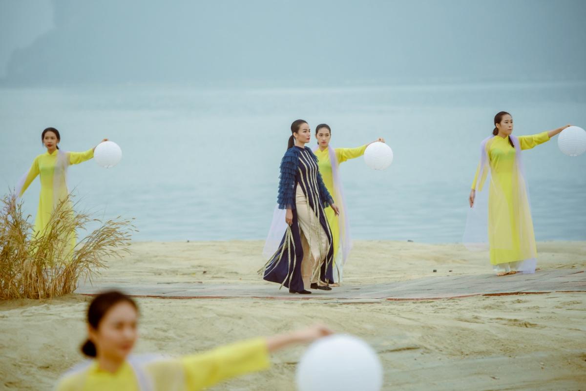 """BST nằm trong khuôn khổ """"Festival Áo dài Quảng Ninh 2020 – Miền di sản"""" góp phần tuyên truyền, quảng bá hình ảnh du lịch Quảng Ninh nói chung và thành phố Cẩm Phả nói riêng là điểm đến an toàn, thân thiện, hấp dẫn đối với nhân dân và du khách thập phương."""