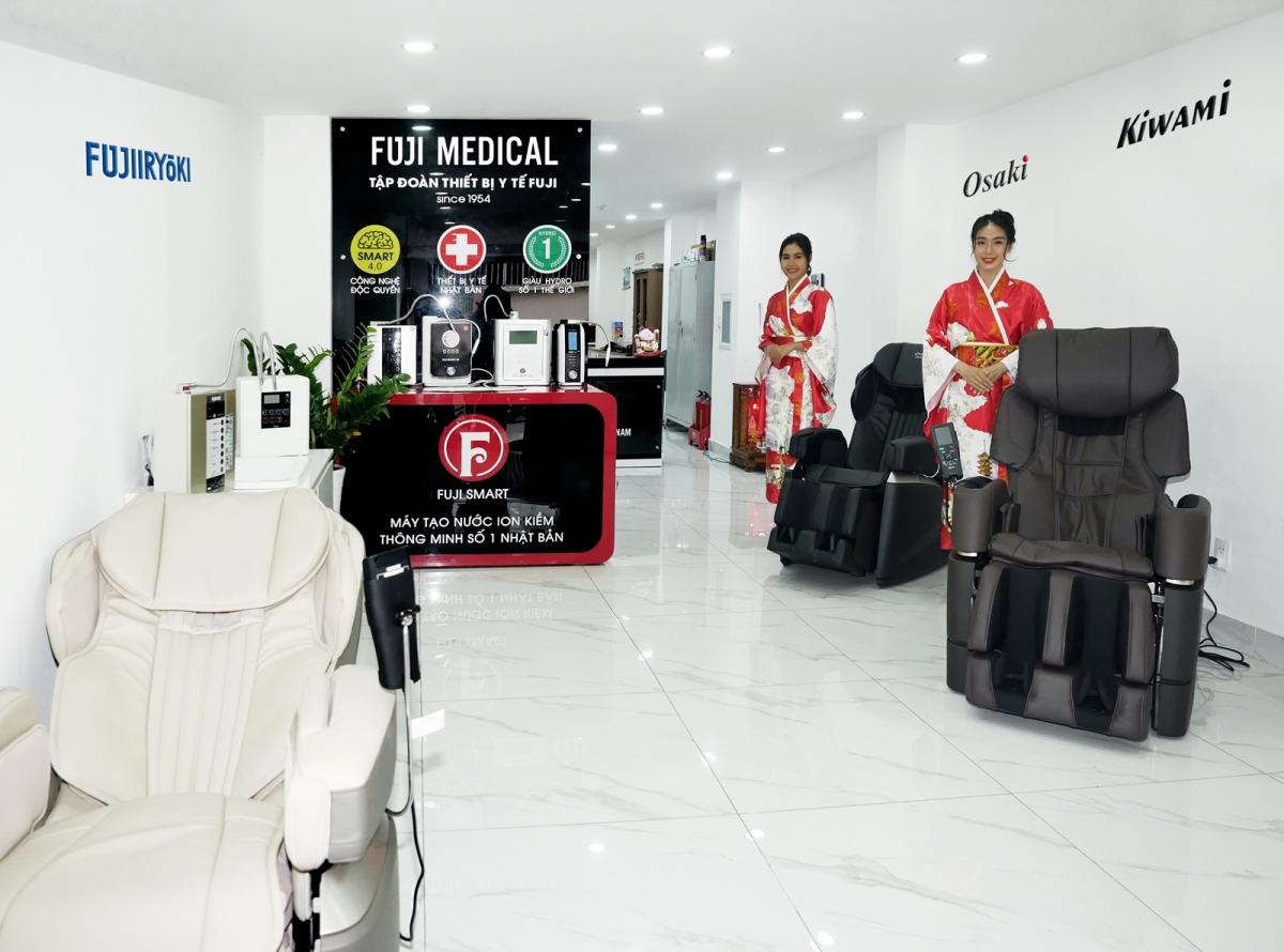 Máy lọc nước ion kiềm giàu hydro và ghế massage được Fuji Medical đẩy mạnh phát triển.