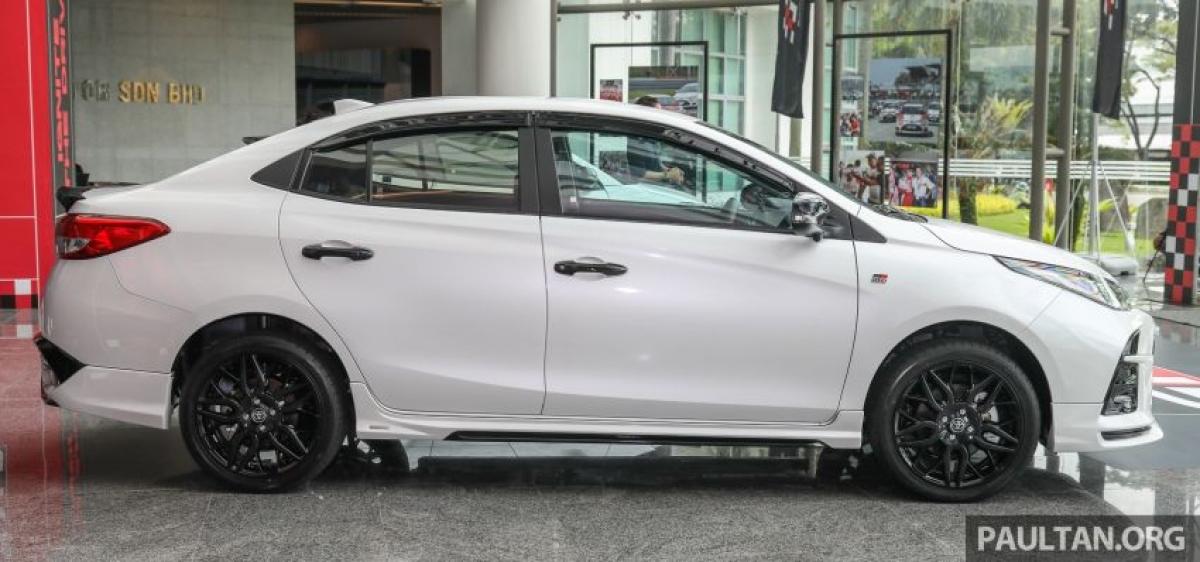 Dựa trên chiếc Vios nâng cấp 2021 vừa được ra mắt tại Malaysia, tính năng nổi bật của chiếc Vios GR-S là hộp số CVT 10 cấp. Không giống như hộp số tự động 10 cấp, Toyota đã lập trình cho hộp số tự động vô cấp 10 cấp số ảo ở chế độ số tay. Nhiều hơn 3 số so với 7 số trên Vios thông thường và có lẫy chuyển số.