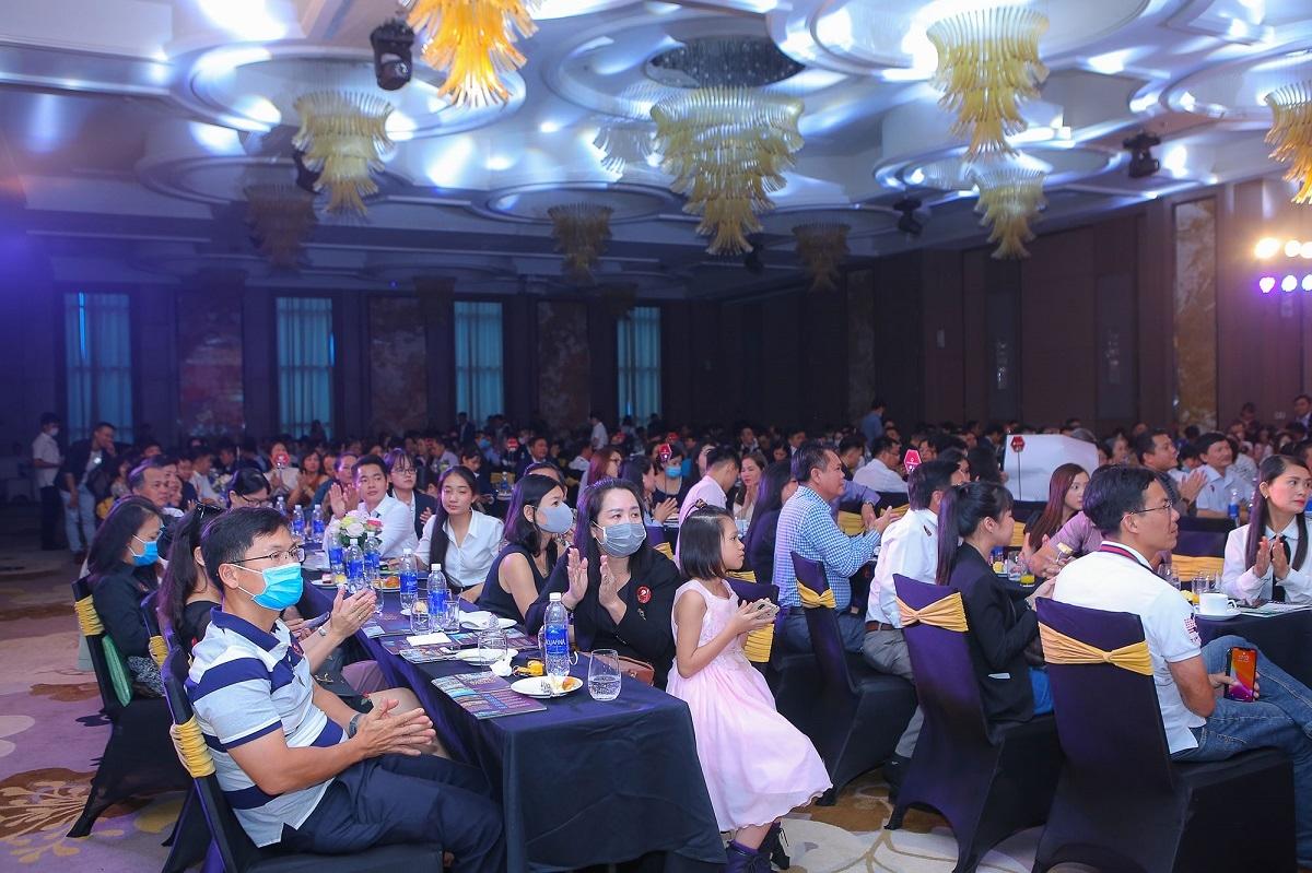 Hơn 300 nhà đầu tư Cần Thơ và Tây Nam Bộ đã có mặt để sở hữu cho mình cơ hội sinh lời từ Grand World.