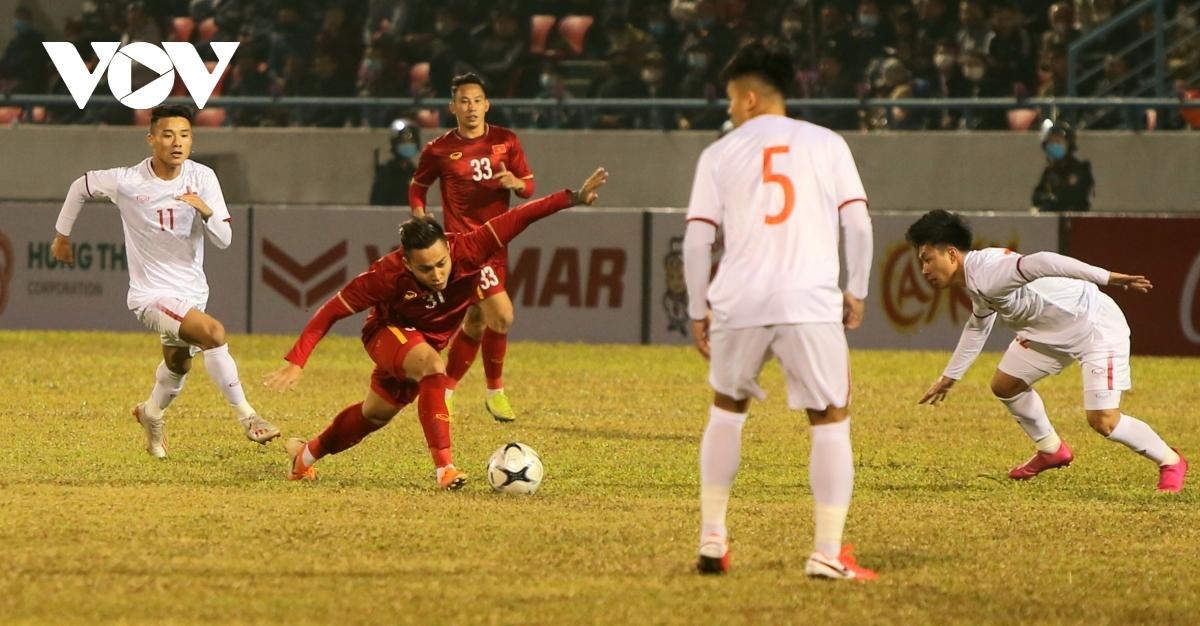 Khởi đầu trận đấu, U22 Việt Nam là đội chơi tốt hơn.