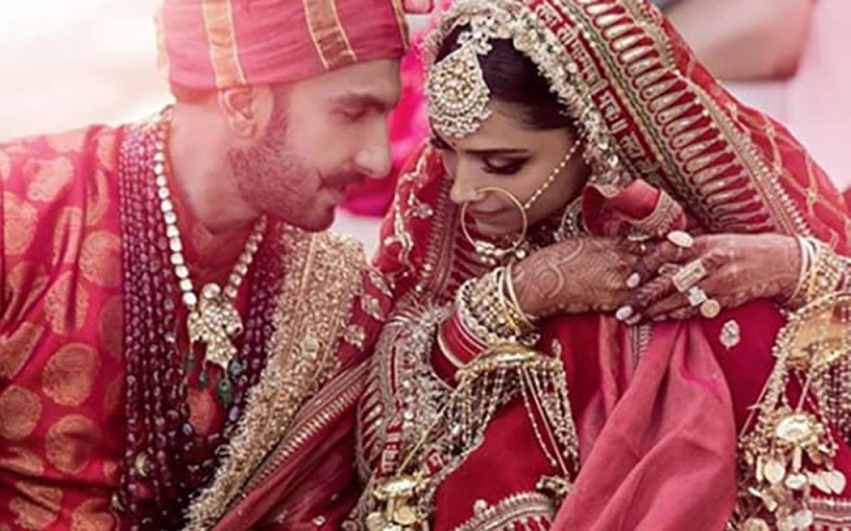 """Những người giàu có thường thể hiện sự cầu kỳ và sẵn sàng chi """"khủng"""" để tổ chức đám cưới trong cung điện hoặc sân khấu sang trọng."""