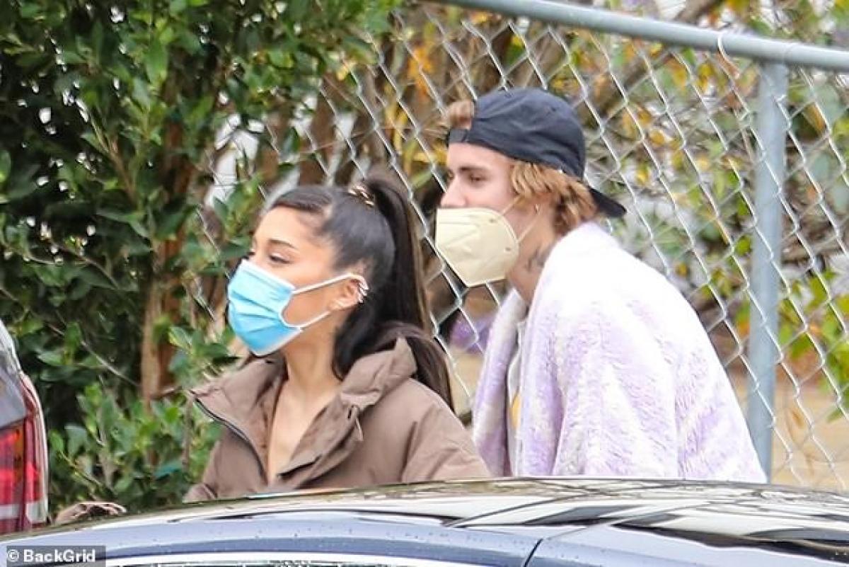 Justin Bieber đưa Ariana Grande đi xem nhà