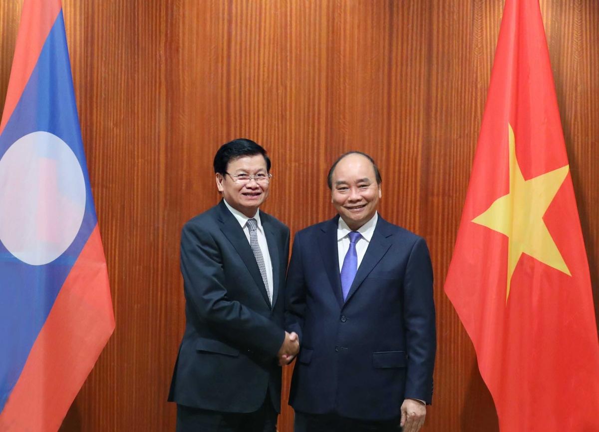 Thủ tướng Lào Thongloun Sisoulith cùng đoàn đại biểu cấp cao Chính phủ Lào tới thăm Việt Nam theo lời mời của Thủ tướng Chính phủ Nguyễn Xuân Phúc từ ngày 5-6/7/2020. Đây là chuyến thăm Việt Nam đầu tiên của lãnh đạo cấp cao nước ngoài kể từ khi dịch COVID-19 bùng phát. (Ảnh: Thống Nhất/TTX)