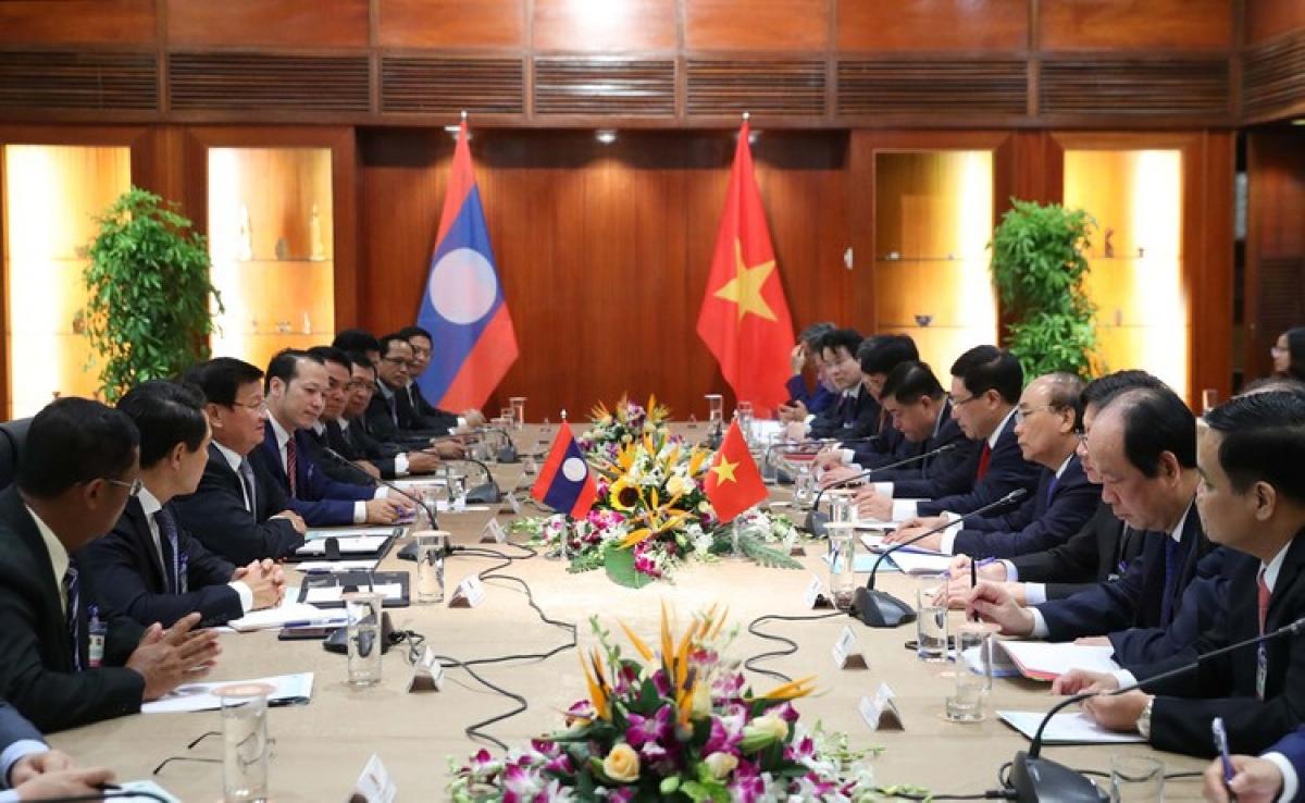 Hội đàm giữa Thủ tướng Chính phủ hai nước Việt-Lào. Chuyến thăm của Thủ tướng Lào diễn ra sau khi cả hai nước đã bước đầu kiểm soát thành công dịch bệnh COVID-19, trong đó Việt Nam gần 3 tháng không có ca lây nhiễm mới trong cộng đồng và đang kiểm soát tốt tình hình dịch bệnh, được thế giới đánh giá cao. Trong khi, Chính phủ Lào cũng đã chính thức tuyên bố chiến thắng dịch COVID-19 giai đoạn một. (Ảnh: Thống Nhất/TTX)