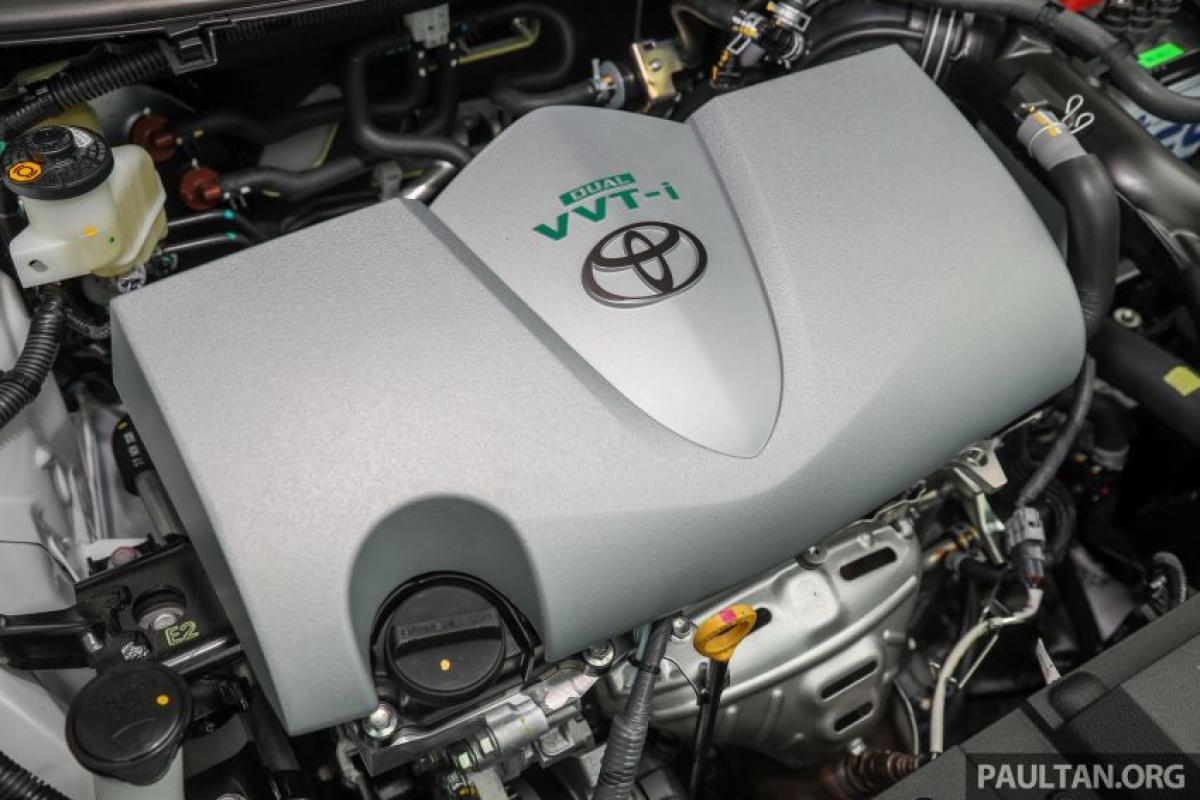 Toyota cho biết, hộp số CVT 10 cấp cải thiện phản ứng bằng cách giữ cho động cơ NR Dual VVT-I 1.5L (sản sinh công suất 104 mã lực/ mô men xoắn 140 Nm) trong dải số cao hơn. Nghe có vẻ hơi phô trương nhưng đại sứ GR và nhà vô địch Vios Challenge 2 lần Tengku Djan Ley cho biết, tính năng này rất hữu ích trong việc lái xe.