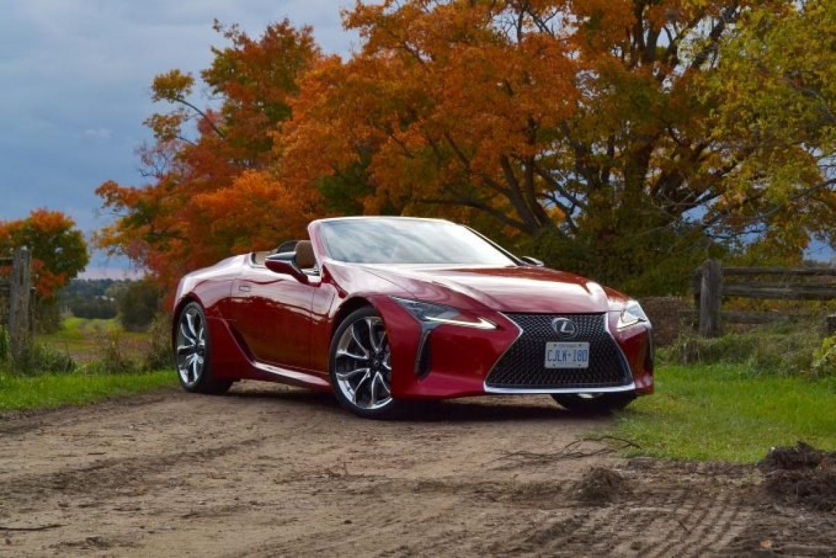 Lexus thường khó có thể nằm ngoài top đầu của CR và không khó để hiểu tại sao. Thương hiệu gắn bó với nền tảng đã được thử nghiệm, mang đến sự yên tâm với sự sang trọng. Hãng đạt trung bình 71 điểm trên 100 điểm của CR, cao hơn 50-100% so với mức trung bình của nền công nghiệp. Thực sự khủng. Năm nay chứng kiến sự bổ sung của chiếc LC Convertible tuyệt đẹp , cũng như một chiếc IS sedan thể thao được tái thiết kế nhưng vẫn chung một nền tảng.