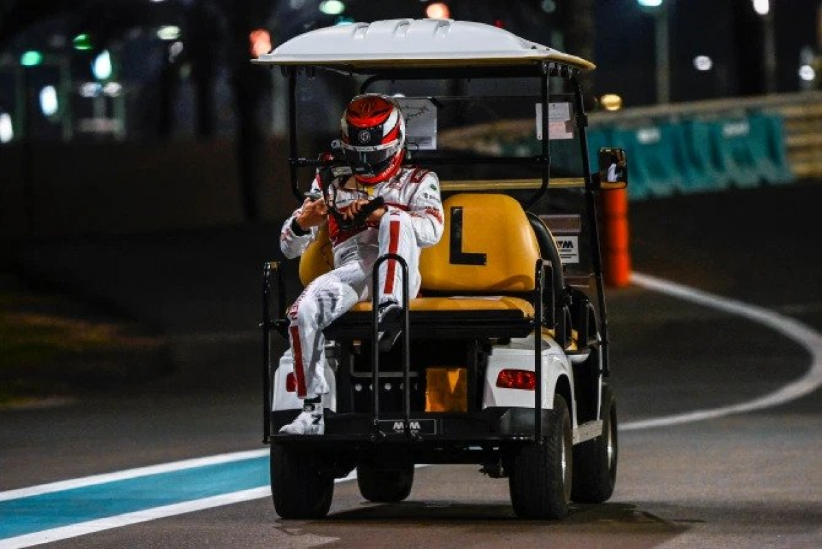 Sự cố củaRaikkonen khiến cuộc đua thử ở Abu Dhabi bị gián đoạn 10 phút, anh có thể sẽ bị phạt trước cuộc đua chính diễn ra ngày Chủ Nhật. Ở tuổi 41, Raikkonen là tay đua kỳ cựu của làng F1 thế giới. Anh từng giành chức vô địch mùa giải 2007 trong màu áo đội đuaFerrari. Mùa giải này, anh mới chỉ có được vỏn vẹn 4 điểm sau 16 chặng đua./.