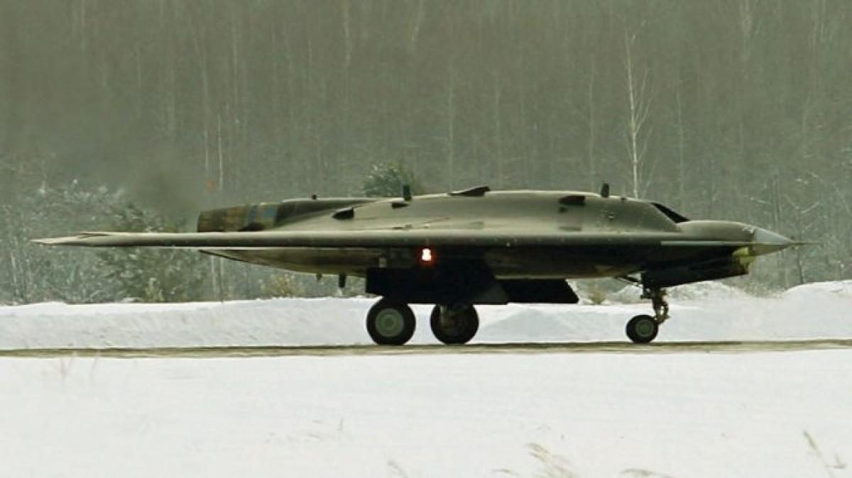 """Với chiến thuật thích hợp, S-70 Okhotnik cũng có thể """"xóa sổ"""" tàu sân bay. Nguồn: wikipedia.org"""