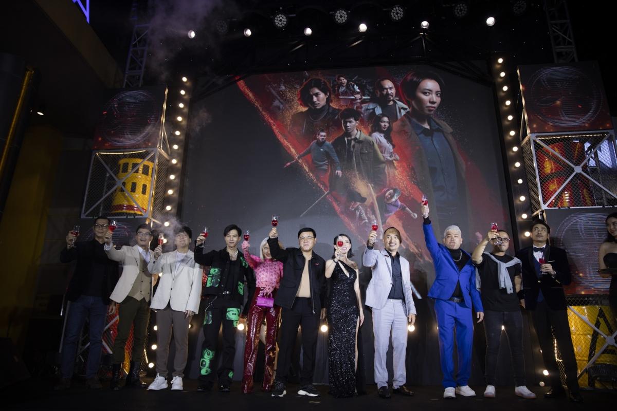Buổi lễ ra mắt phim lấy chủ đề khai trương Garage 13 tại sảnh lớn của Galaxy Nguyễn Du với sự xuất hiện của dàn khách mời cực khủng đang là tâm điểm chú ý của công chúng.