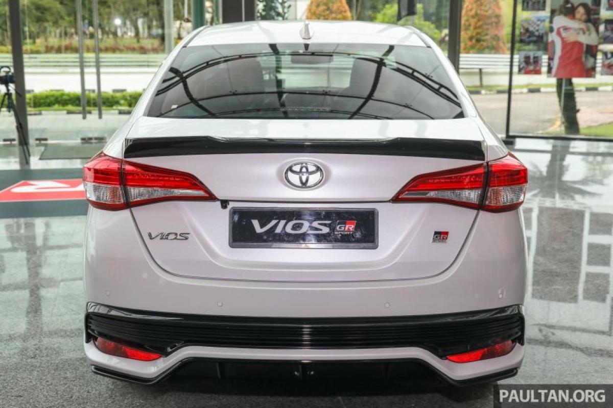 """""""Đây là một chiếc xe có nhiều đặc điểm, hấp dẫn hơn và có phản hồi lái tốt hơn. Hộp số CVT 10 cấp nghe có vẻ thừa thãi nhưng với động cơ 1.5 L nó cho phép xe có thể lái ở dải công suất tối ưu và giữ cho nó hoạt động tốt"""" - Tengku Djan Ley cho biết."""